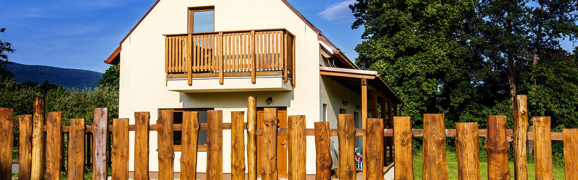 Drevené domy v klasickom aj modernom štýle