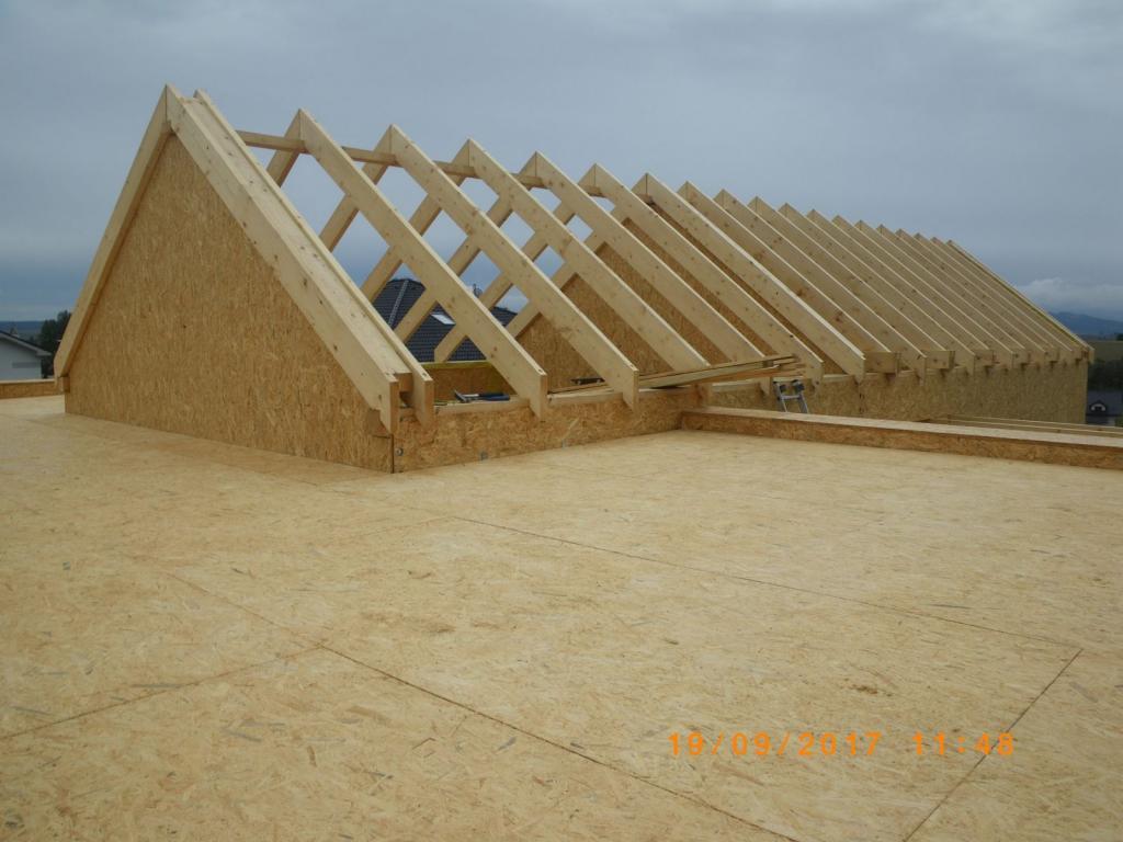 montáž sedlovej a plochej strechy